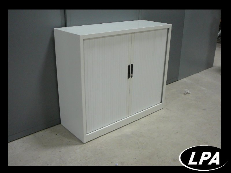 armoire m tal blanche armoire basse armoires lpa. Black Bedroom Furniture Sets. Home Design Ideas