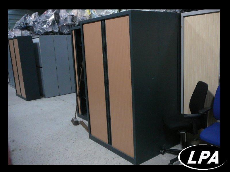 armoire m tallique monobloc armoire haute armoires lpa. Black Bedroom Furniture Sets. Home Design Ideas
