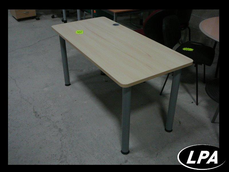 Bureau 4 pieds bureau mobilier de bureau lpa for Mobilier bureau 4 personnes