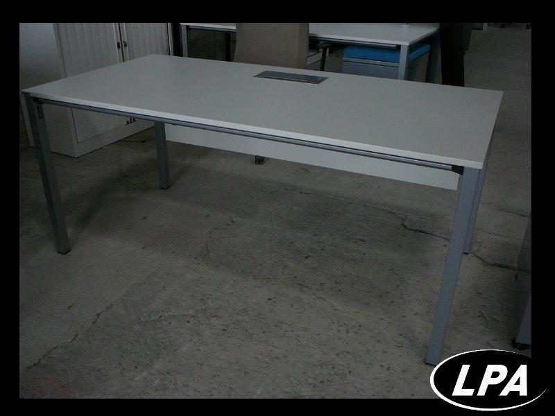 Bureau blanc avec voile de fond bureau mobilier de for Mobilier de bureau blanc