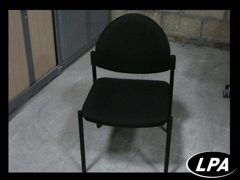 chaise visiteur noire empilable chaise mobilier de bureau lpa. Black Bedroom Furniture Sets. Home Design Ideas