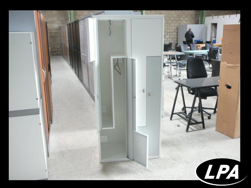 double vestiaire industriel propres et salles vestiaire mobilier de bureau lpa. Black Bedroom Furniture Sets. Home Design Ideas
